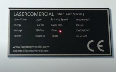 Marcado láser de placas de características